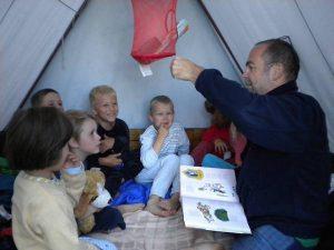Mikinův ideál toho, jak by měl turistický oddíl vypadat, je velká venkovská rodina